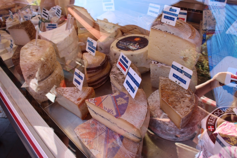 how can you go to France and not try some of the local cheese!?